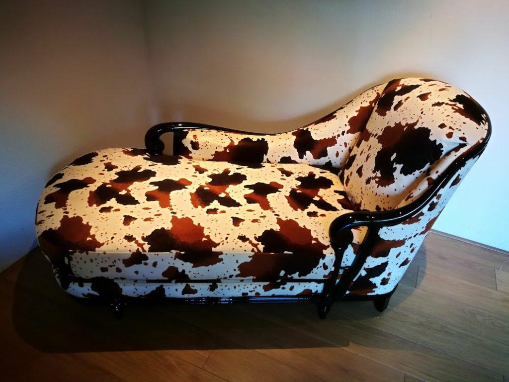 Chaise longue met koeienstof